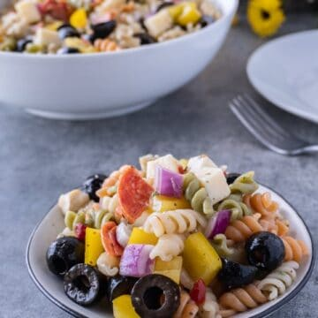 This easy pasta salad with pepperoni is quick and delicious! It's great for dinner with the family or a party! #pastasalad #partyrecipe #bbq #atablefullofjoy #italianpastasalad #antipasta #sidedish #summer