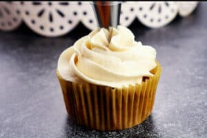 finish frosting cupcake