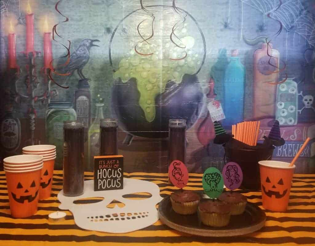Hocus Pocus Round Up, Who doesn't remember watching Hocus Pocus growing?! Celebrate your favorite Halloween Movie with these food and party ideas! #hocuspocus #halloween #movie #disney #atablefullofjoy #binx #cookies #brownies #caramelapples