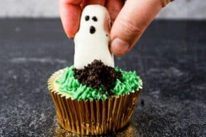 adding ghost to cupcake