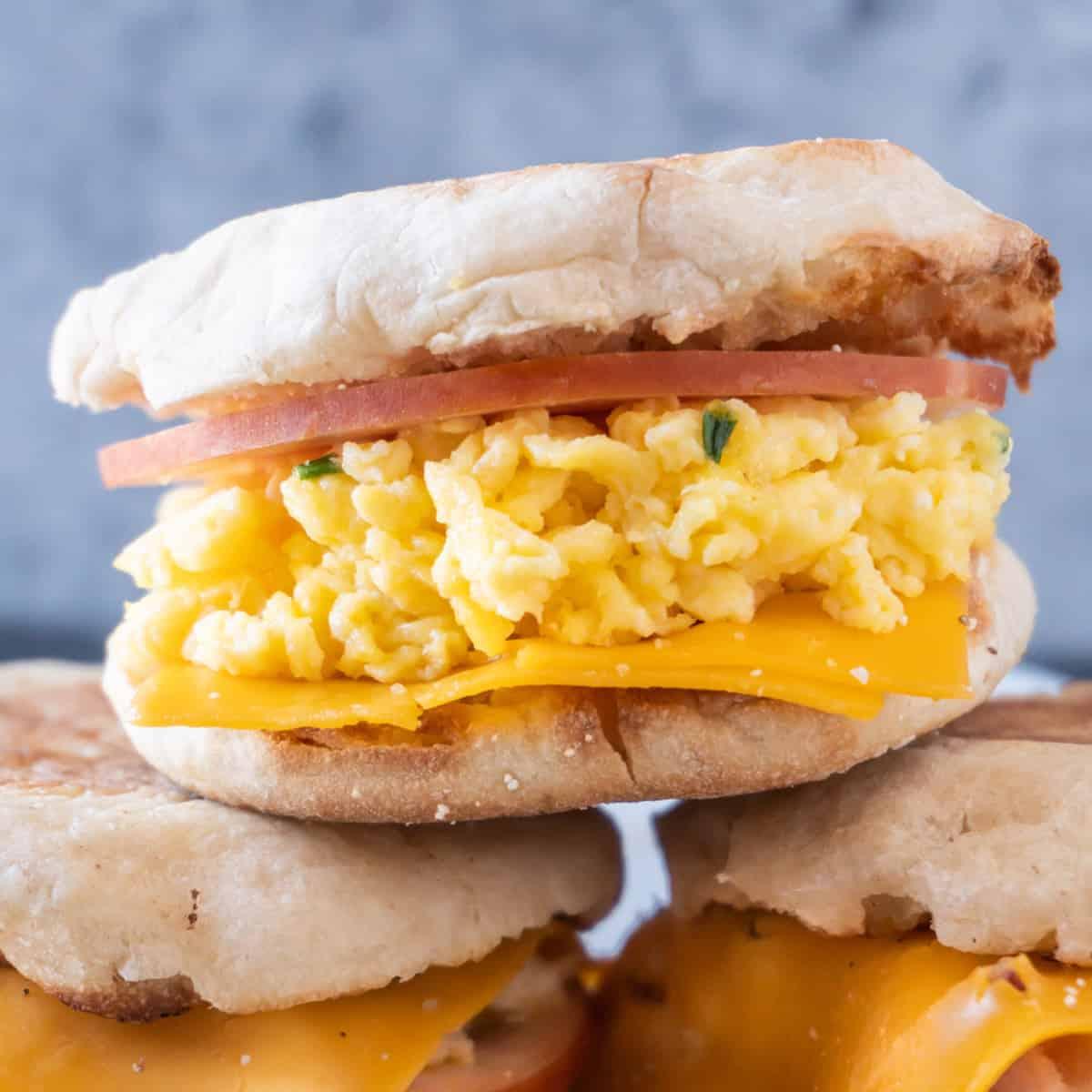 scrambled egg breakfast sandwich featured image